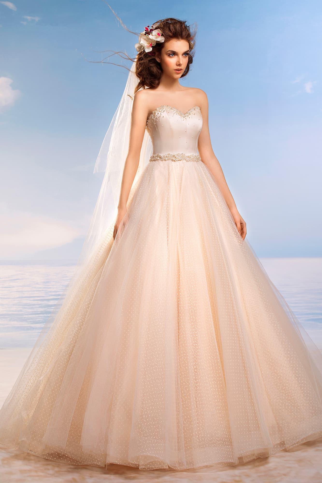 Кремовое свадебное платье фото