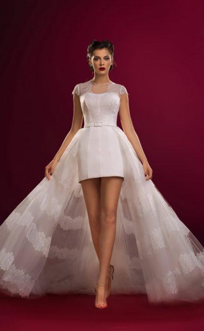 Короткое недорогое платье со шлейфом