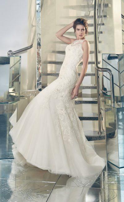 Ажурное свадебное платье с закрытым лифом и облегающим кроем «рыбка».