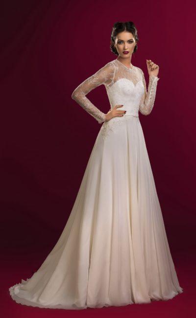 Прямое свадебное платье цвета слоновой кости с длинными рукавами из кружева.