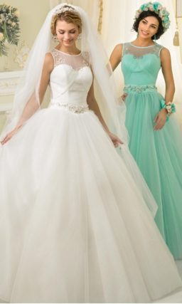 Пышное свадебное платье оригинального бирюзового оттенка с вышивкой на лифе.