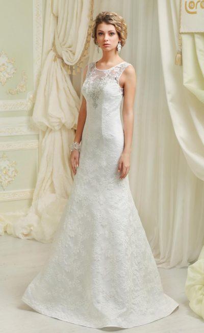 Свадебное платье силуэта «принцесса» с атласной подкладкой и отделкой тонким кружевом.