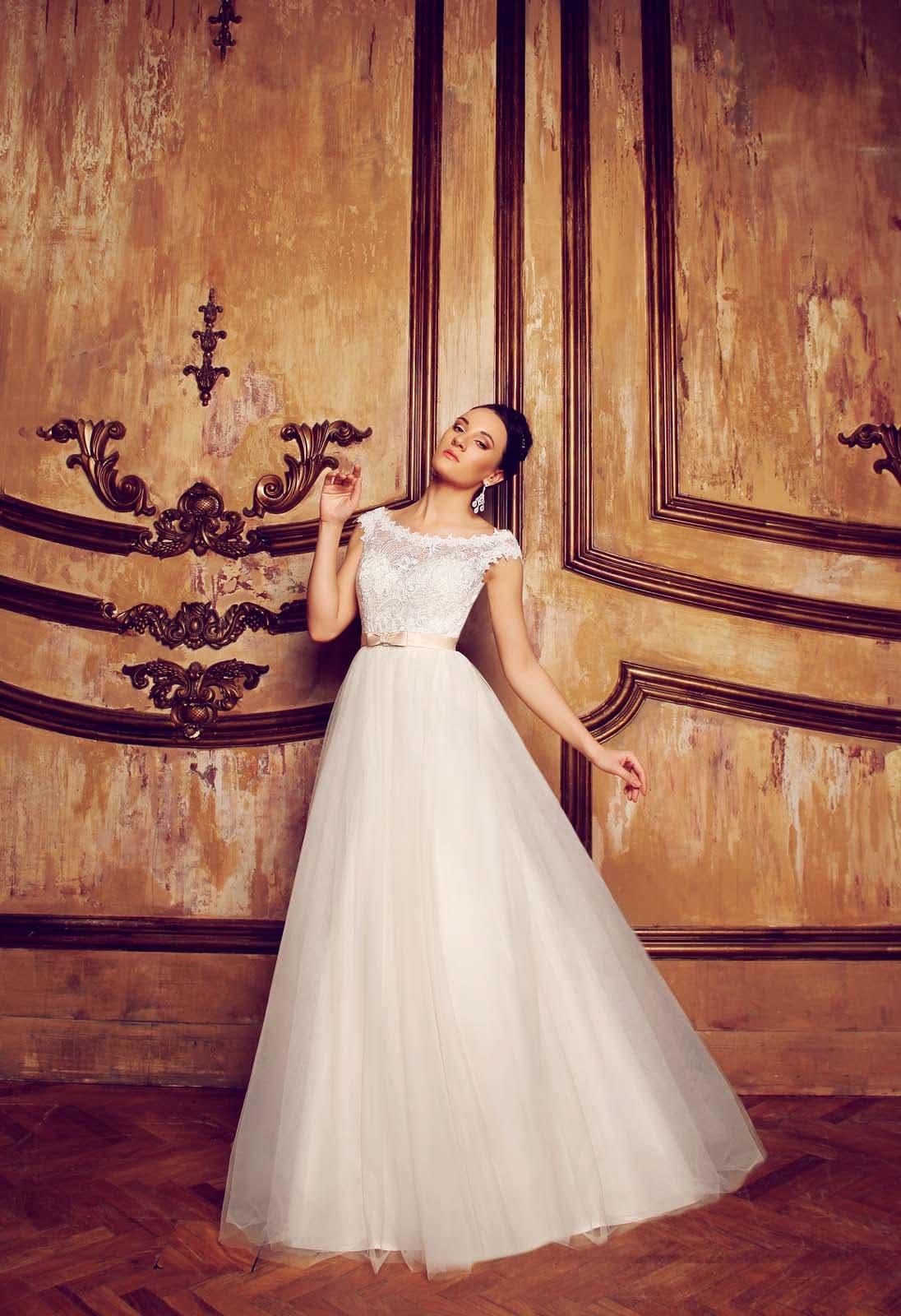 Закрытое свадебное платье а-силуэта