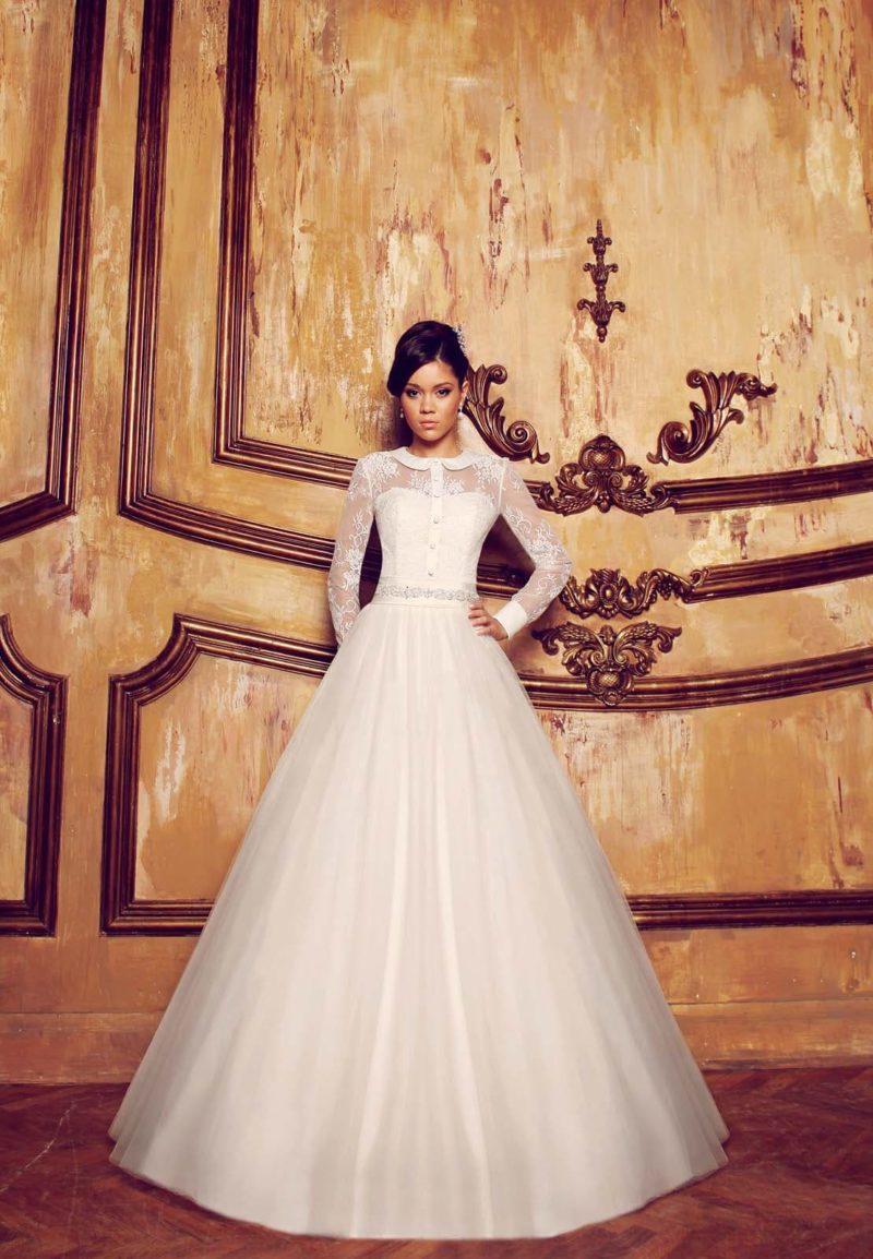 Закрытое свадебное платье «принцесса» с атласным круглым воротником и длинными рукавами.