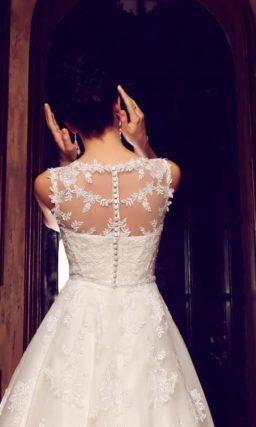 Кружевное свадебное платье «принцесса» с ажурной спинкой и закрытым декольте.