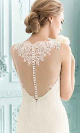Свадебное платье силуэта «рыбка» с глубоким вырезом на спинке, украшенным ажурной вставкой.