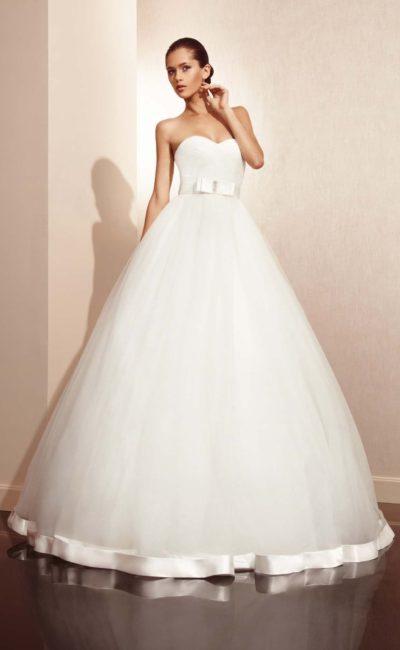 Платье свадебное с бантиком