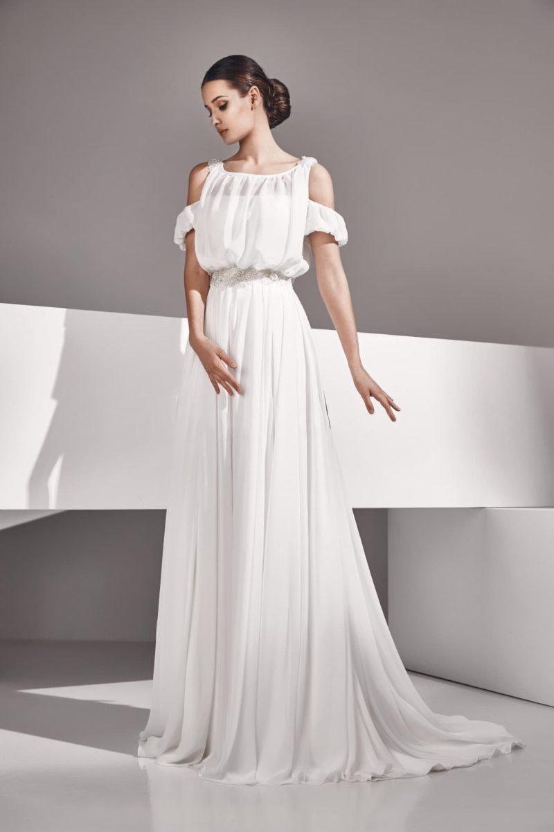 Свадебное платье в ампирном стиле с двойными бретелями и вырезом на спинке.