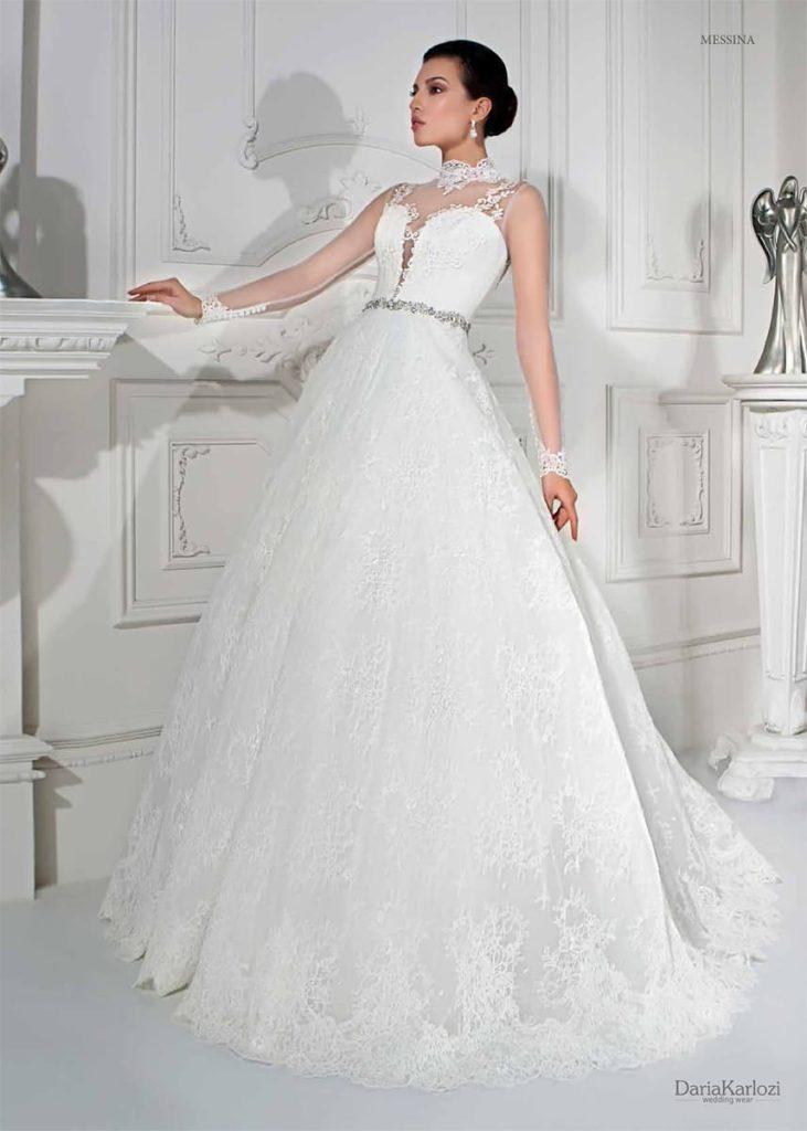 301606cde4d Наиболее сдержанным будет свадебное платье с длинными рукавами. В коллекции  представлены модели с верхом
