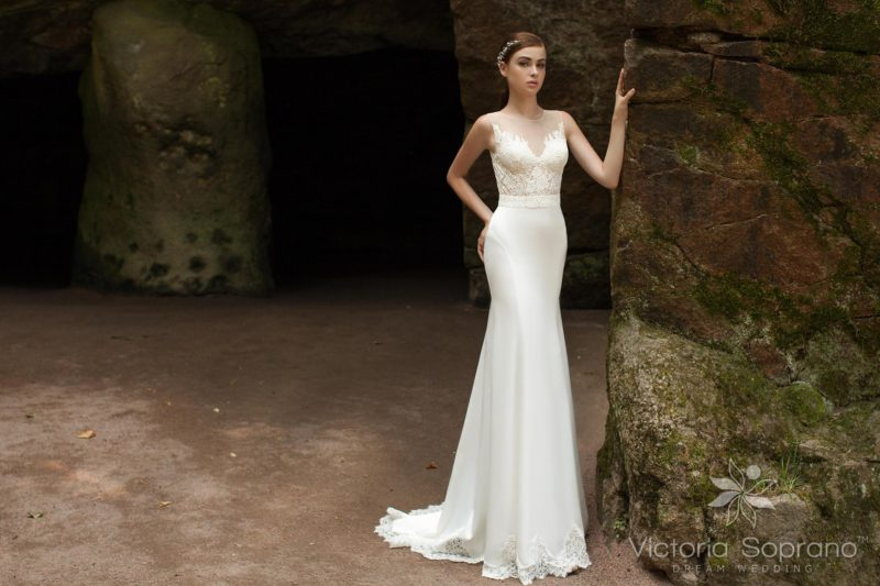 Свадебное платье силуэта «рыбка» с утонченным ажурным верхом.