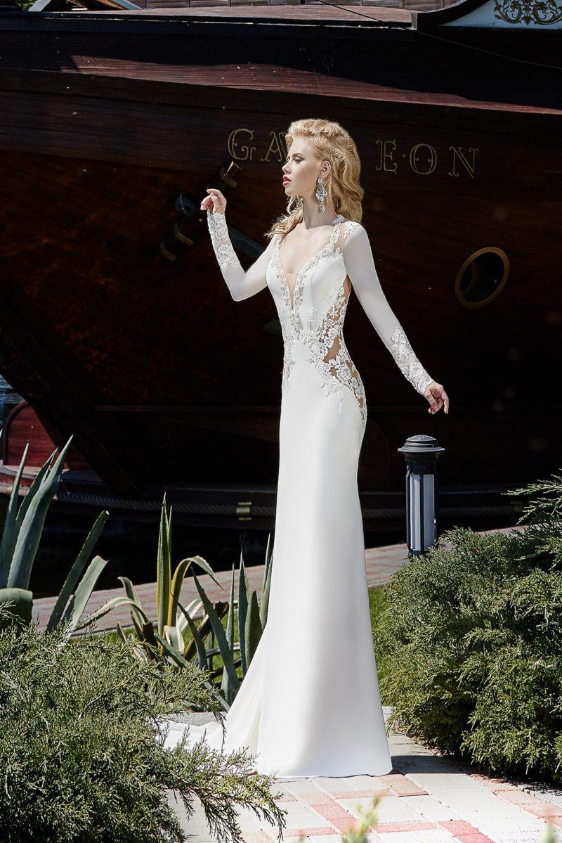 Свадебное платье с силуэтом «рыбка и длинным рукавом, дополненное прозрачными вставками.