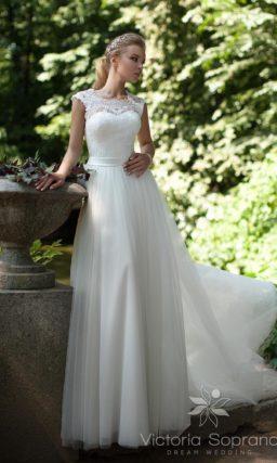 Свадебное платье с открытой ажурной спинкой.