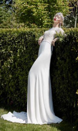 Облегающее свадебное платье со шлейфом