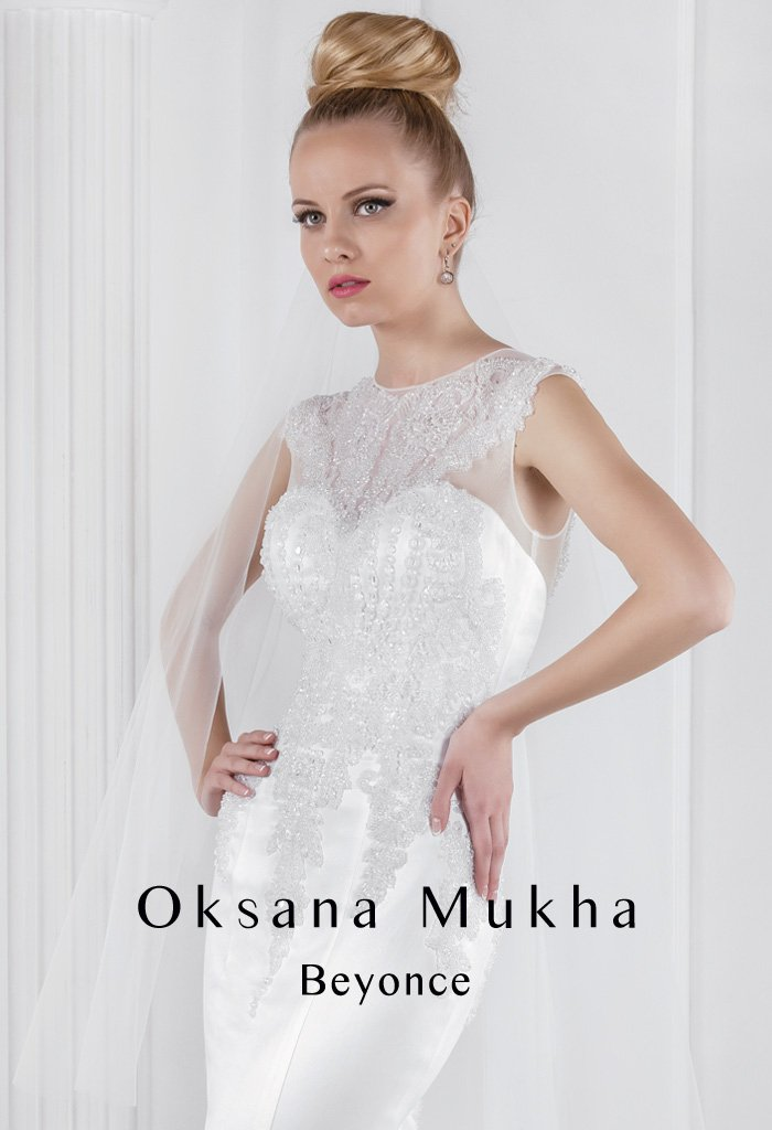 Атласное свадебное платье «рыбка» с закрытым кружевным верхом с вырезом под горло.