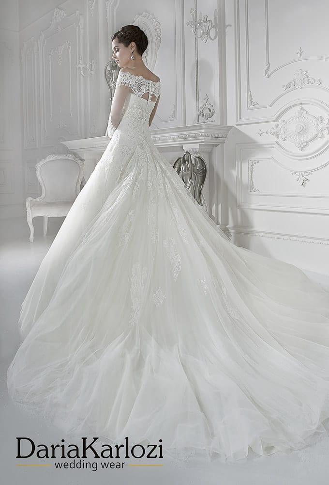 Свадебное платье силуэта «принцесса» с элегантным кружевным болеро.