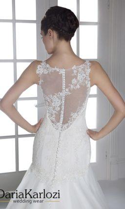 Свадебное платье силуэта «рыбка» с ажурными бретелями и полупрозрачной спинкой.