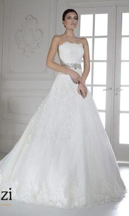 Свадебное платье с кружевным открытым корсетом.