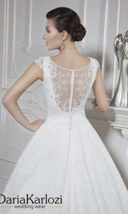 свадебное платье с закрытым верхом. Кружевная спинка.