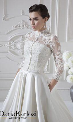 Атласное свадебное платье с кружевным болеро