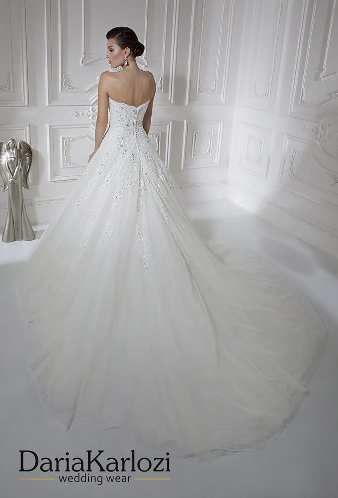 Классическое свадебное платье «принцесса» с вышивкой на корсете.