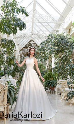 Атласное свадебное платье с расшитым бисером лифом.