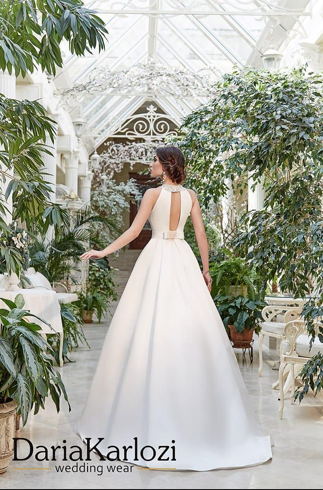 Атласное свадебное платье «принцесса» с расшитым бисером лифом.