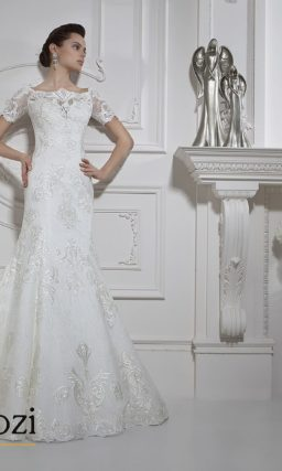 Стильное свадебное платье «рыбка» с крупным глянцевым рисунком вышивки.
