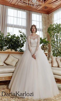 Закрытое свадебное платье «принцесса» с длинными ажурными рукавами и узким поясом.