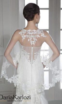 Открытое свадебное платье силуэта «рыбка» с кружевным декором и прозрачным болеро.