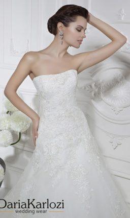 Кружевное свадебное платье с заниженной талией.