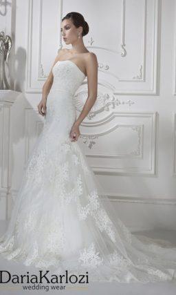Свадебное платье силуэта «рыбка» с длинным шлейфом и пышным ажурным болеро.
