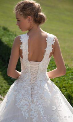 Пышное свадебное платье кремового оттенка
