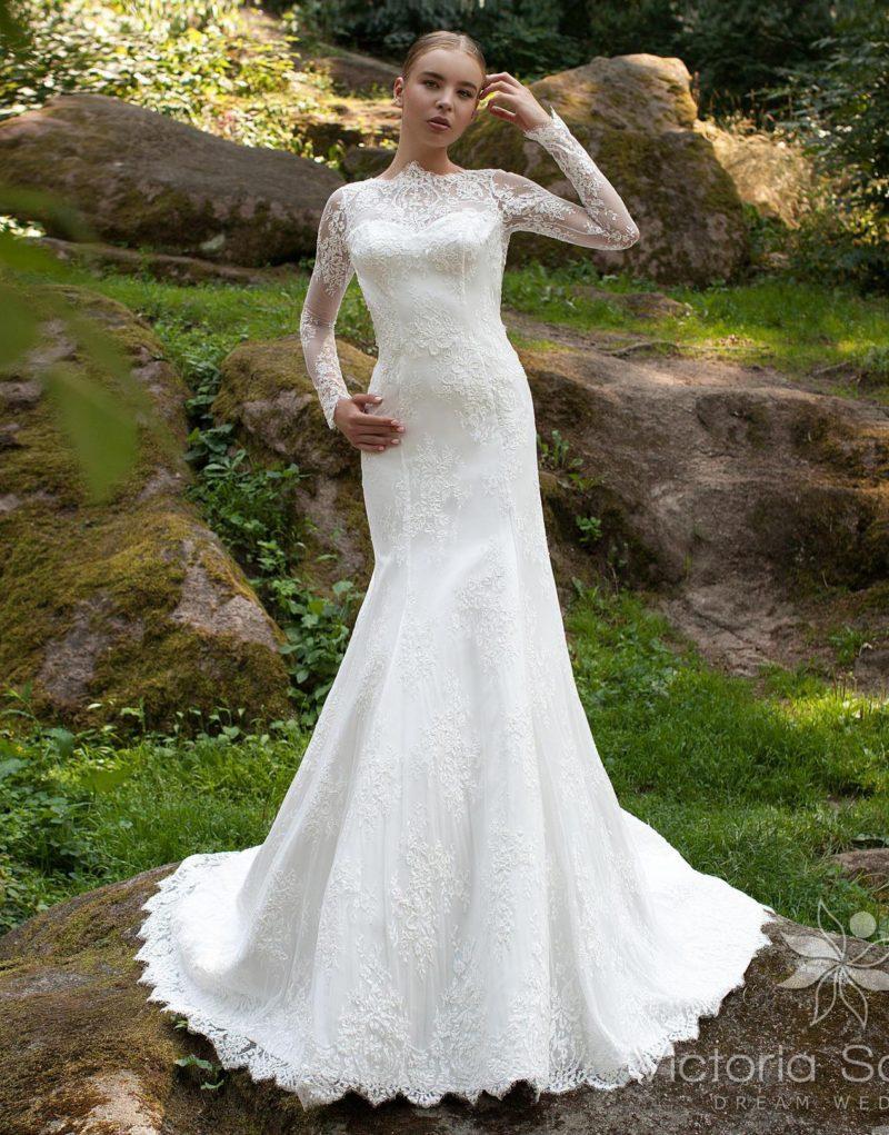 Облегающее свадебное платье «рыбка» с закрытым верхом и длинным рукавом.