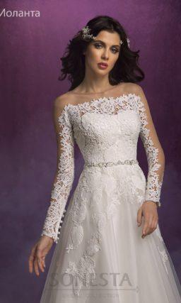 Свадебное платье «принцесса» с дополнительным полупрозрачным верхом.