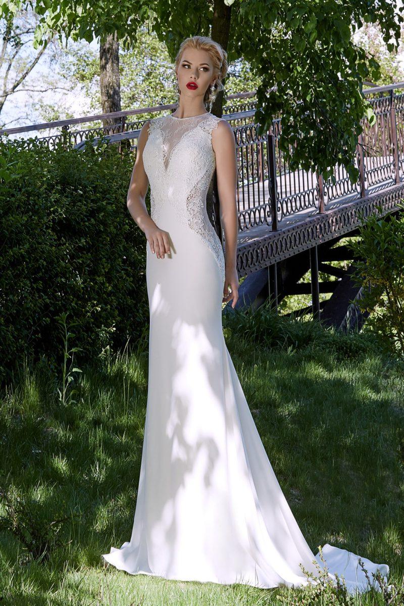 Свадебное платье «рыбка» с кружевными вставками по бокам.