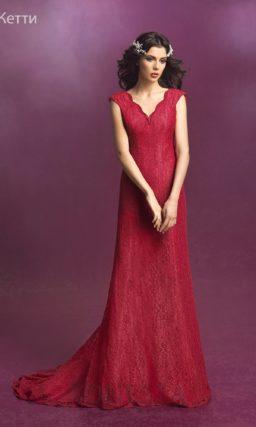 Красное свадебное платье «русалка» из ажурной ткани винного оттенка.