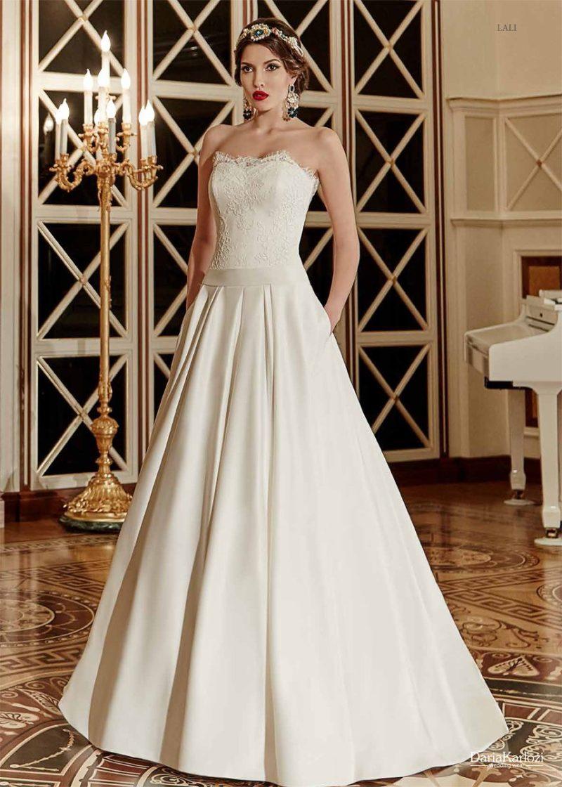 Открытое свадебное платье с атласной юбкой