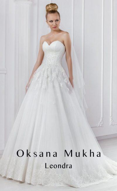 Свадебное платье с лифом в форме сердца