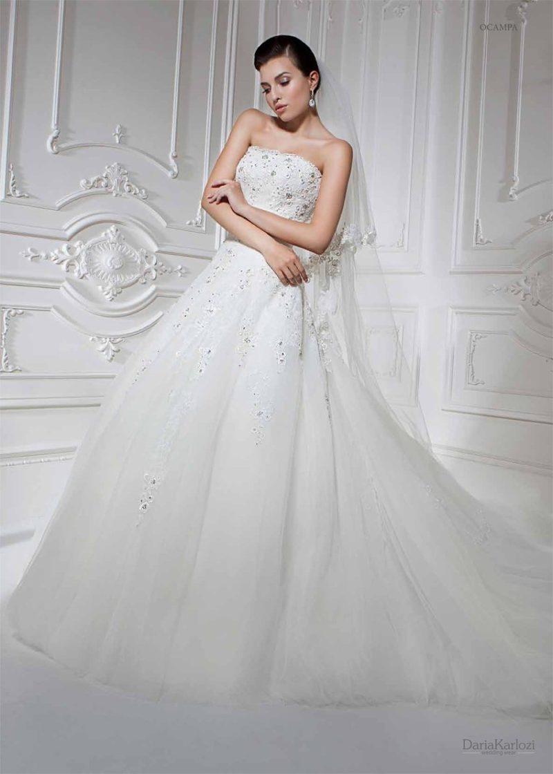 Классическое свадебное платье с вышивкой