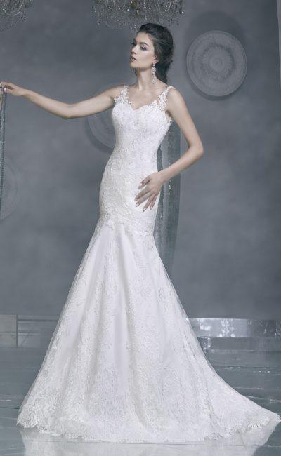 Элегантное свадебное платье силуэта «рыбка» с узкими кружевными бретельками.
