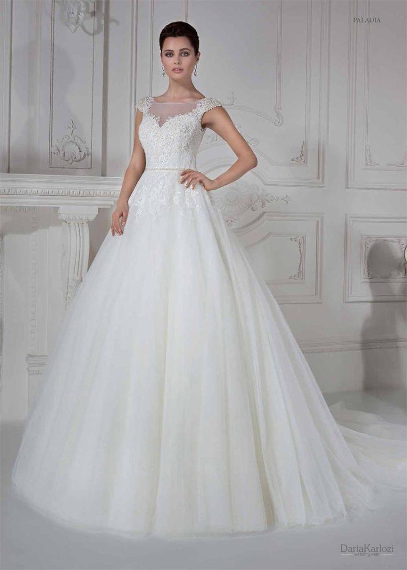 Свадебное платье с расшитым бисером верхом