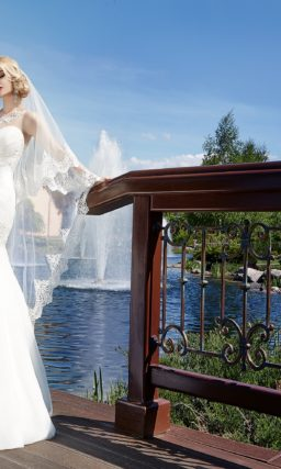 Кружевное свадебное платье с силуэтом «рыбка» и длинным шлейфом.