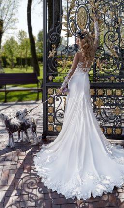 Облегающее платье со шлейфом