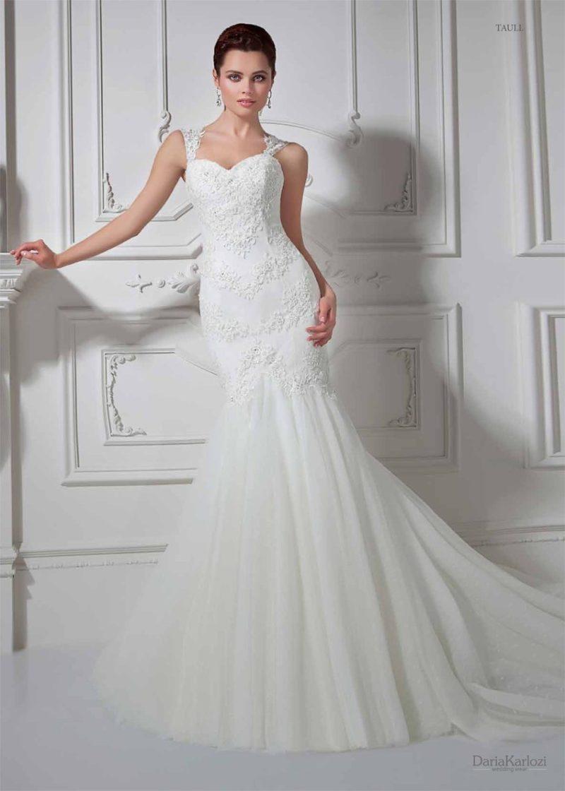 Облегающее свадебное платье «рыбка» с широкими ажурными бретелями.