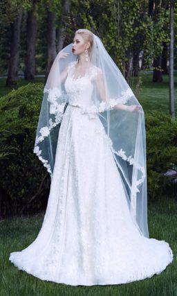 Свадебное платье с силуэтом «принцесса» из фактурной ткани с прозрачной спинкой.