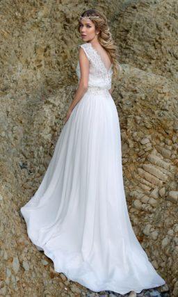 Свадебное платье в ампирном стиле с верхом из плотной ажурной ткани.