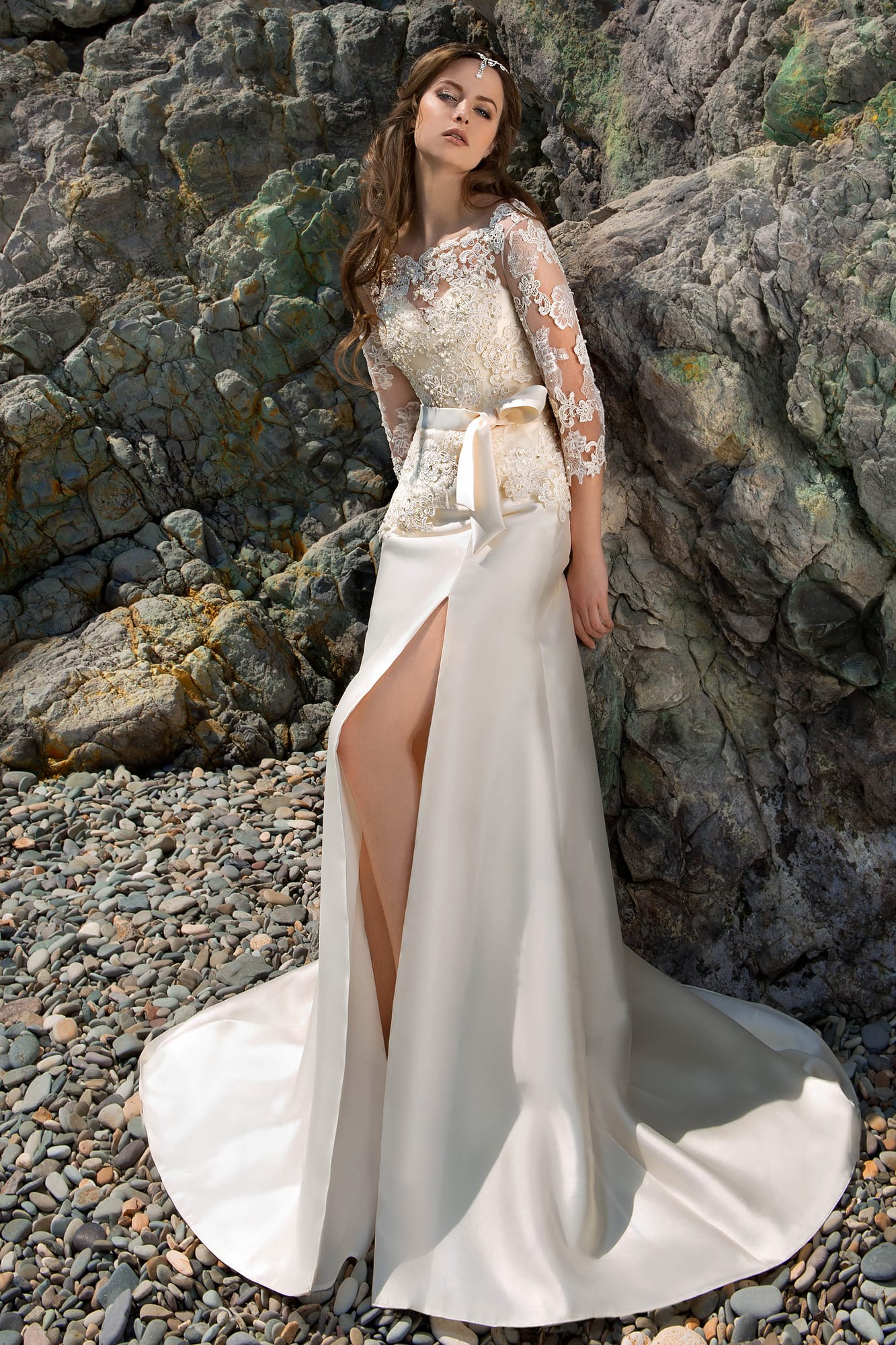 Свадебное платье на юбке шлейф