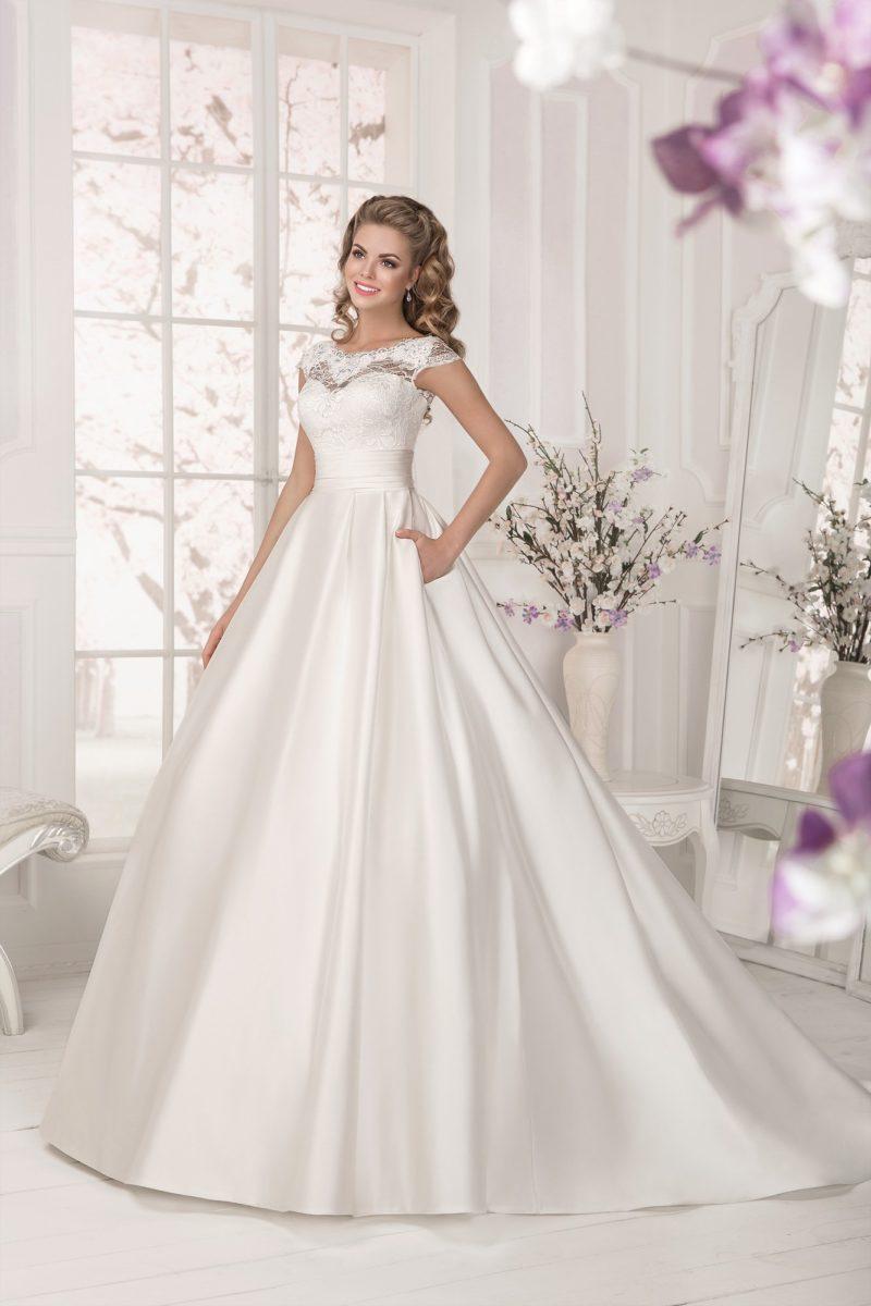 Атласное свадебное платье айвори