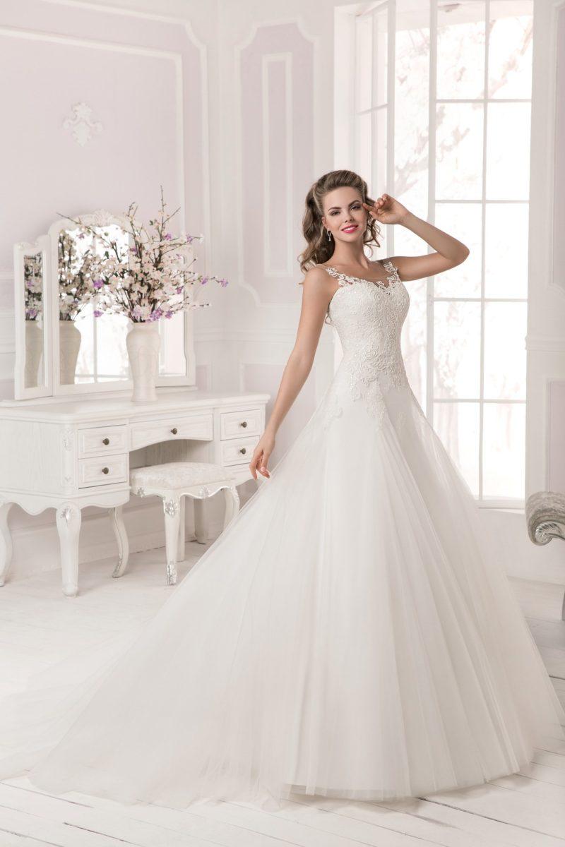 Свадебное платье с юбкой из полупрозрачной ткани.