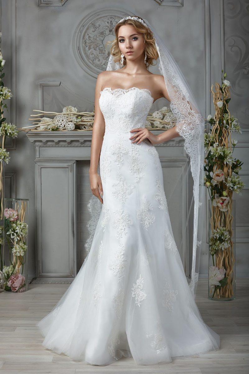 свадебное платье оформленное кружевом